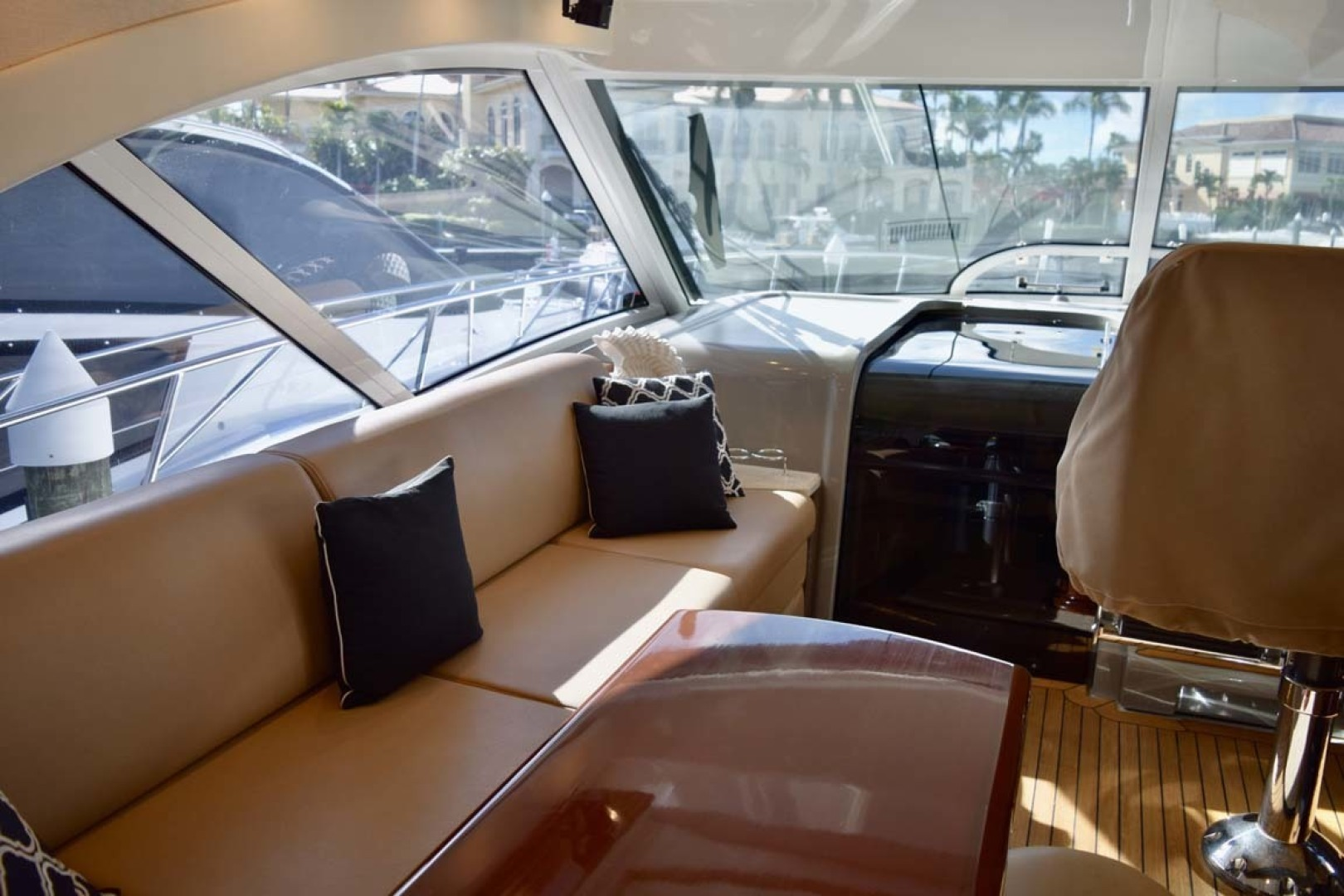 Sea Ray-Sundancer 610 2012-SON RYS Fort Myers-Florida-United States-Long Couch With Immacuate Upholstery On PORT Side-1298421 | Thumbnail