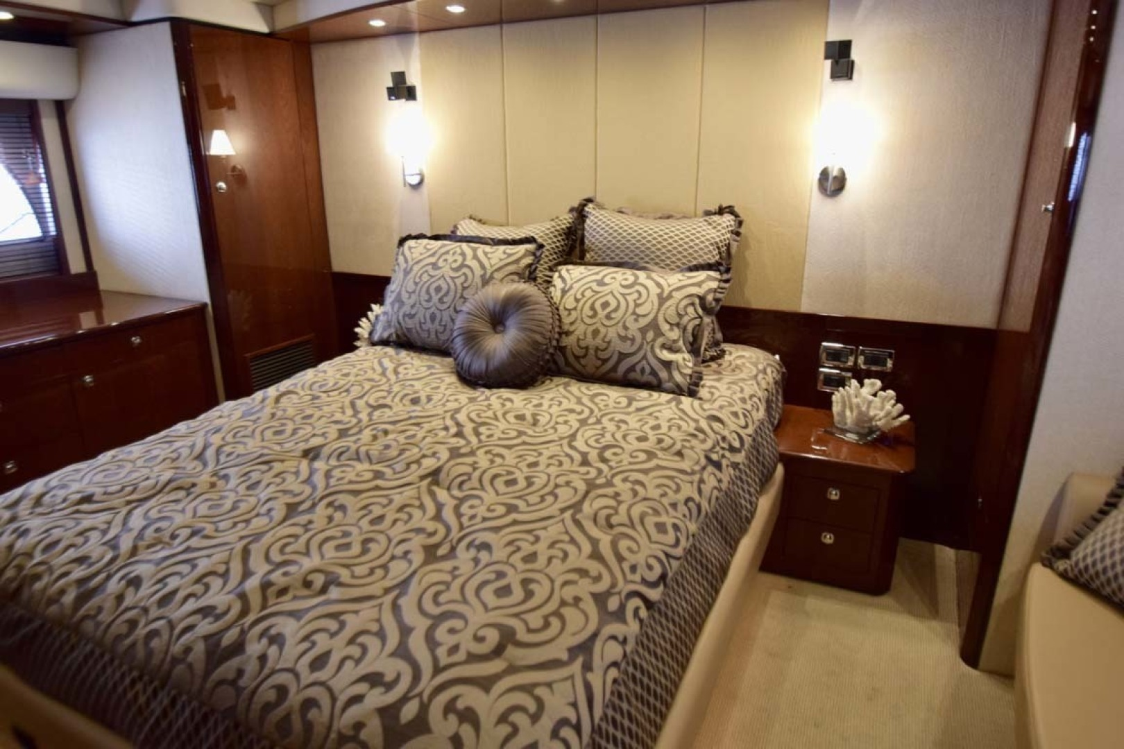 Sea Ray-Sundancer 610 2012-SON RYS Fort Myers-Florida-United States-Master Stateroom King Bed-1298463 | Thumbnail