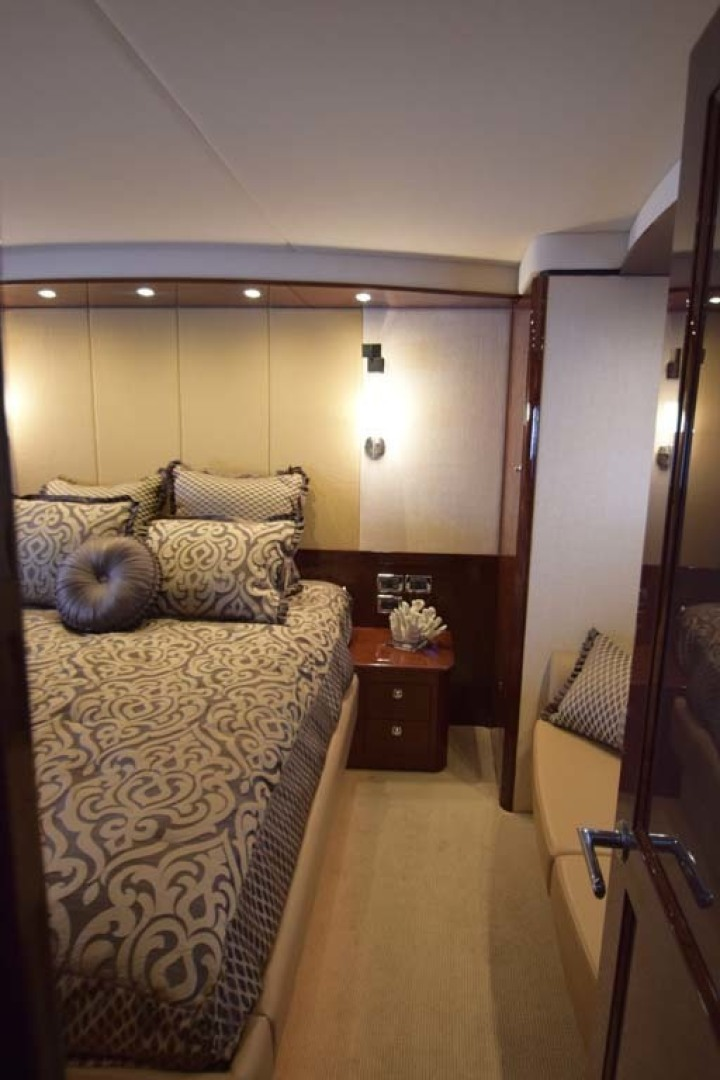Sea Ray-Sundancer 610 2012-SON RYS Fort Myers-Florida-United States-Entry Into Master Stateroom-1298461 | Thumbnail