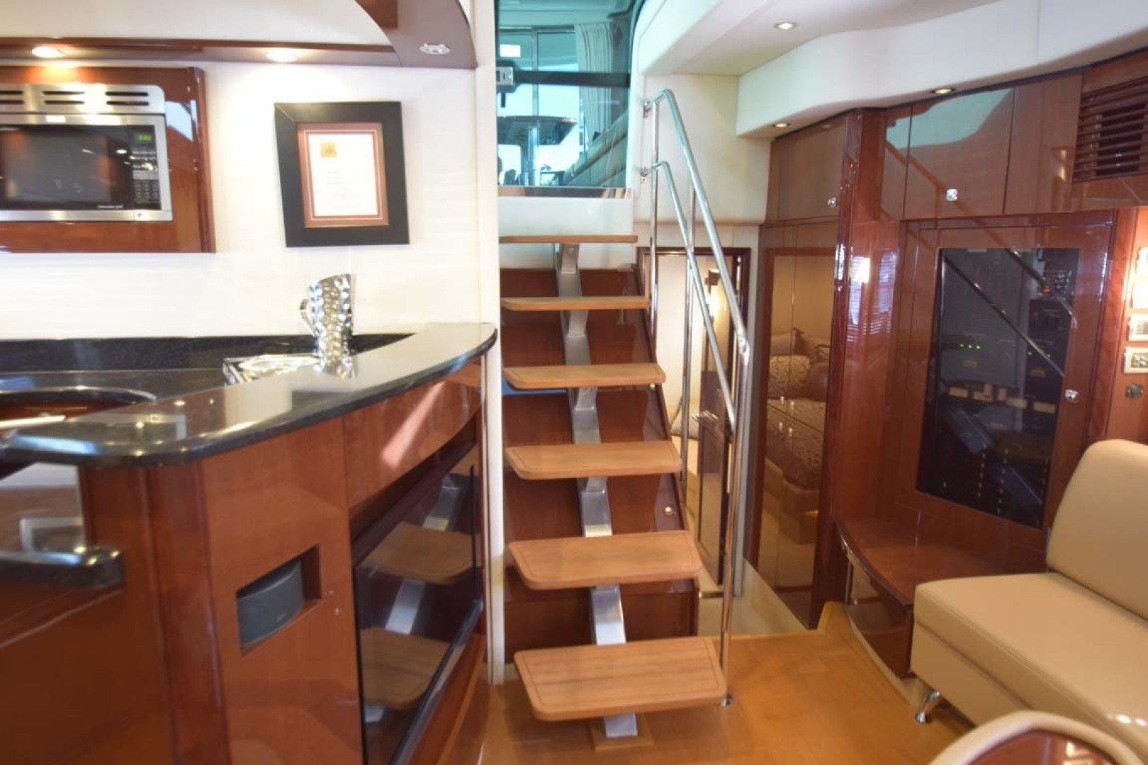 Sea Ray-Sundancer 610 2012-SON RYS Fort Myers-Florida-United States-Steps Into Lower Salon-1298446 | Thumbnail