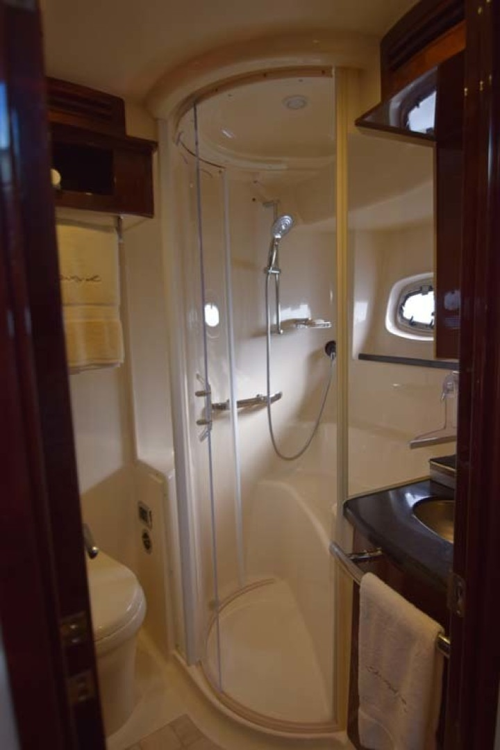 Sea Ray-Sundancer 610 2012-SON RYS Fort Myers-Florida-United States-VIP Ensuite Head Also Day Head Stand Up Shower-1298469 | Thumbnail