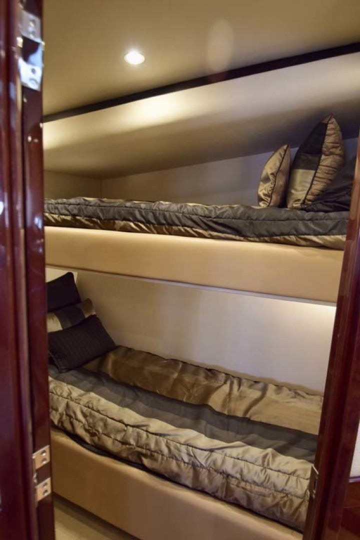 Sea Ray-Sundancer 610 2012-SON RYS Fort Myers-Florida-United States-Twin Bunkroom Next To Galley On STBD Side-1298473 | Thumbnail