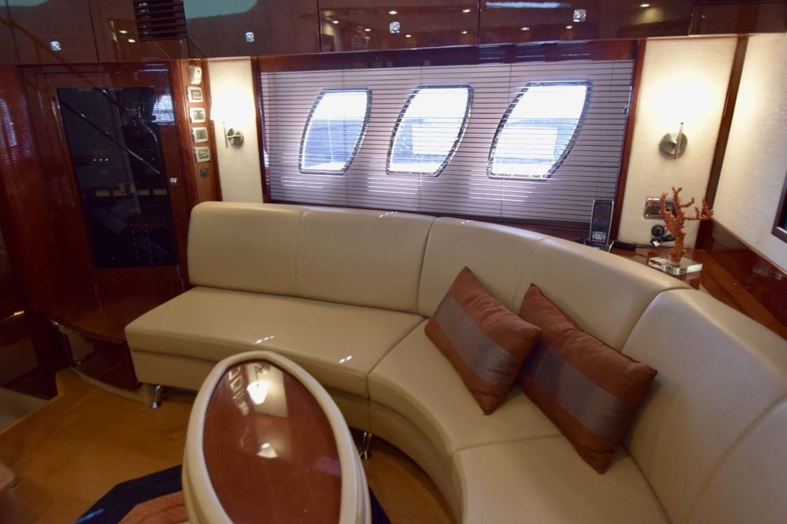 Sea Ray-Sundancer 610 2012-SON RYS Fort Myers-Florida-United States-Lower Salon Seating With Table-1298457 | Thumbnail