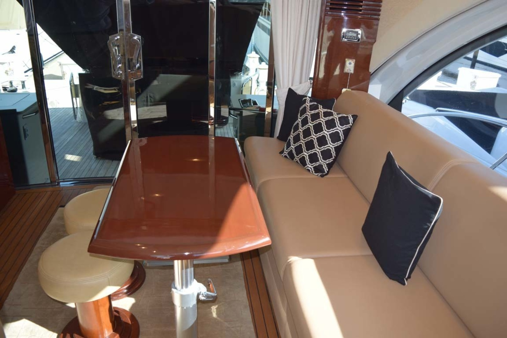 Sea Ray-Sundancer 610 2012-SON RYS Fort Myers-Florida-United States-Upper Salon Long Couch On PORT Side-1298441 | Thumbnail