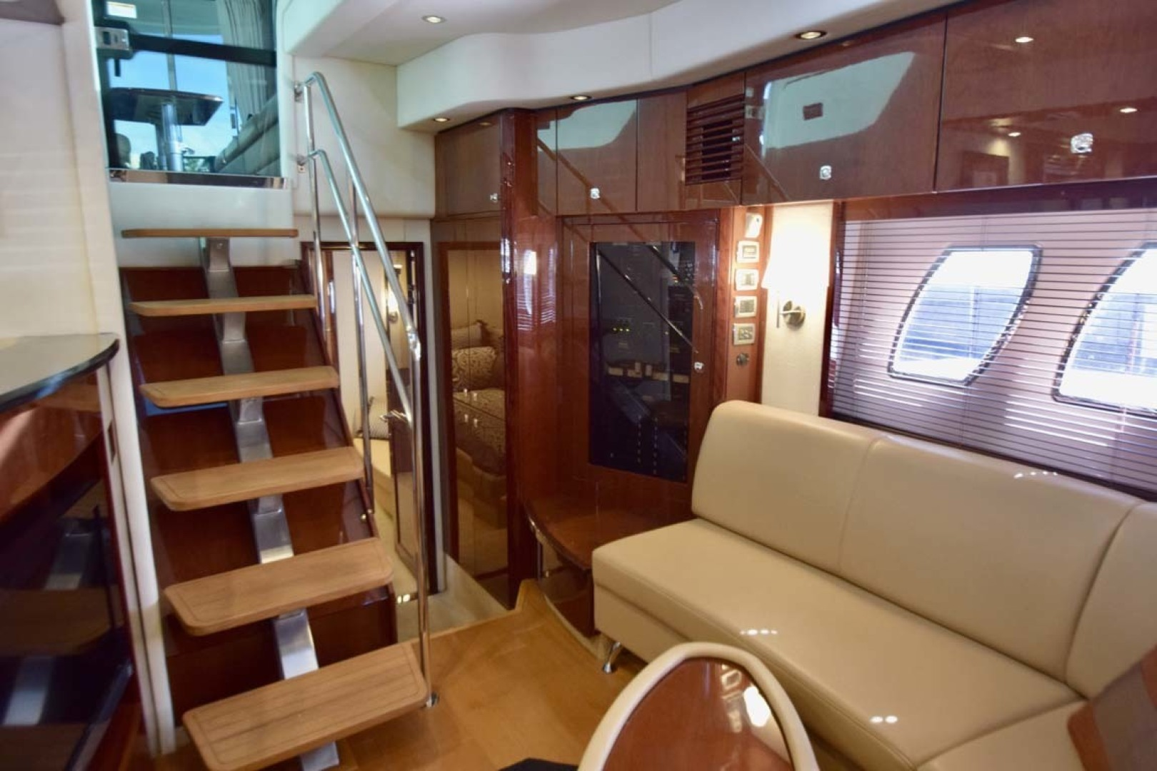 Sea Ray-Sundancer 610 2012-SON RYS Fort Myers-Florida-United States-Steps Into Lower Salon And Seating-1298444 | Thumbnail