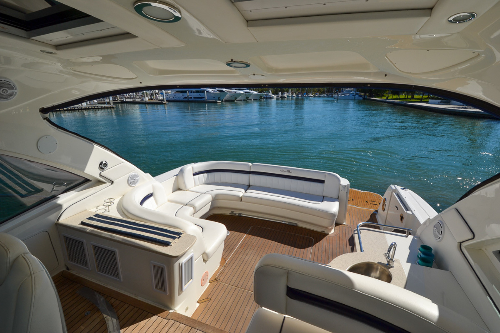 Picture Of: 51' Sea Ray 500 Sundancer 2011 Yacht For Sale | 2 of 66
