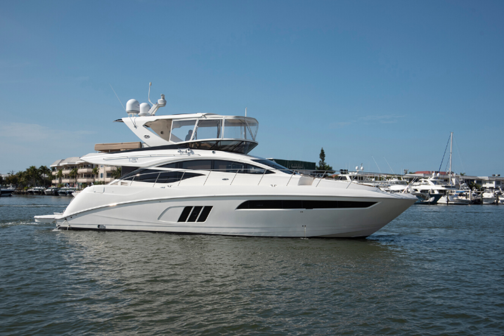 Picture Of: 59' Sea Ray 590 Flybridge 2016 Yacht For Sale   1 of 39