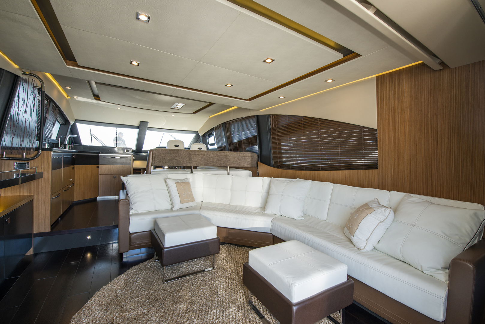 Picture Of: 59' Sea Ray 590 Flybridge 2016 Yacht For Sale   2 of 39