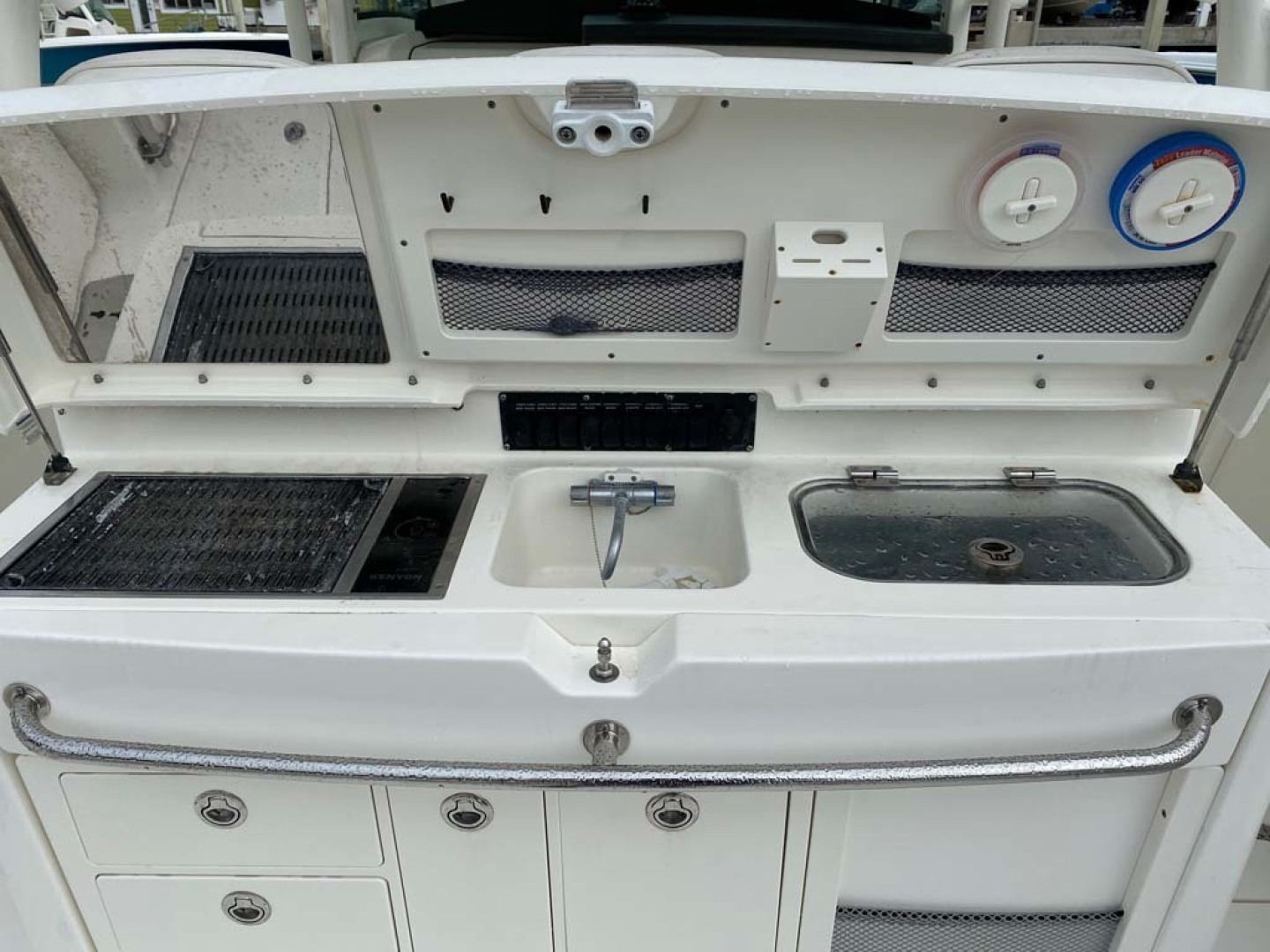 Boston Whaler-370 Outrage 2015-Reel Equity Fort Lauderdale-Florida-United States-Grill, Refrigerator Freezer And Live Well-1302004 | Thumbnail