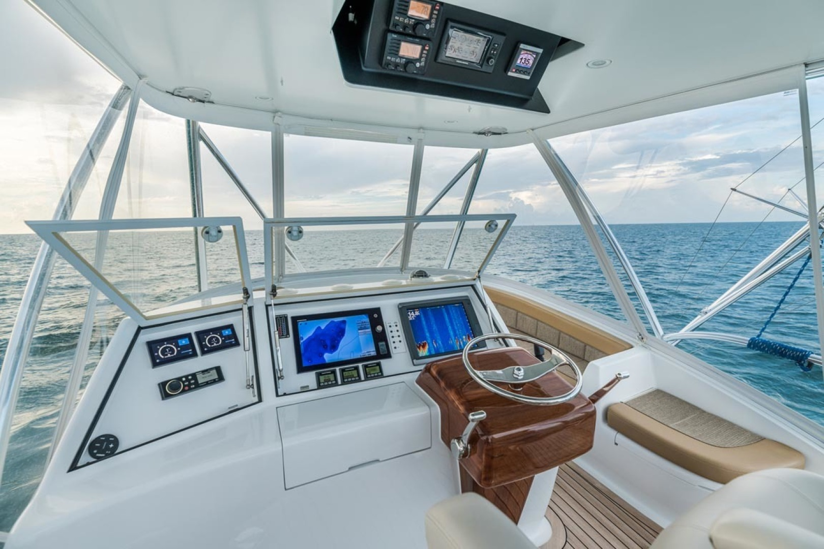 F&S-Custom Carolina with Seakeepers 2013-Epiphany Key Largo-Florida-United States-Helm and Electronics-1447431 | Thumbnail