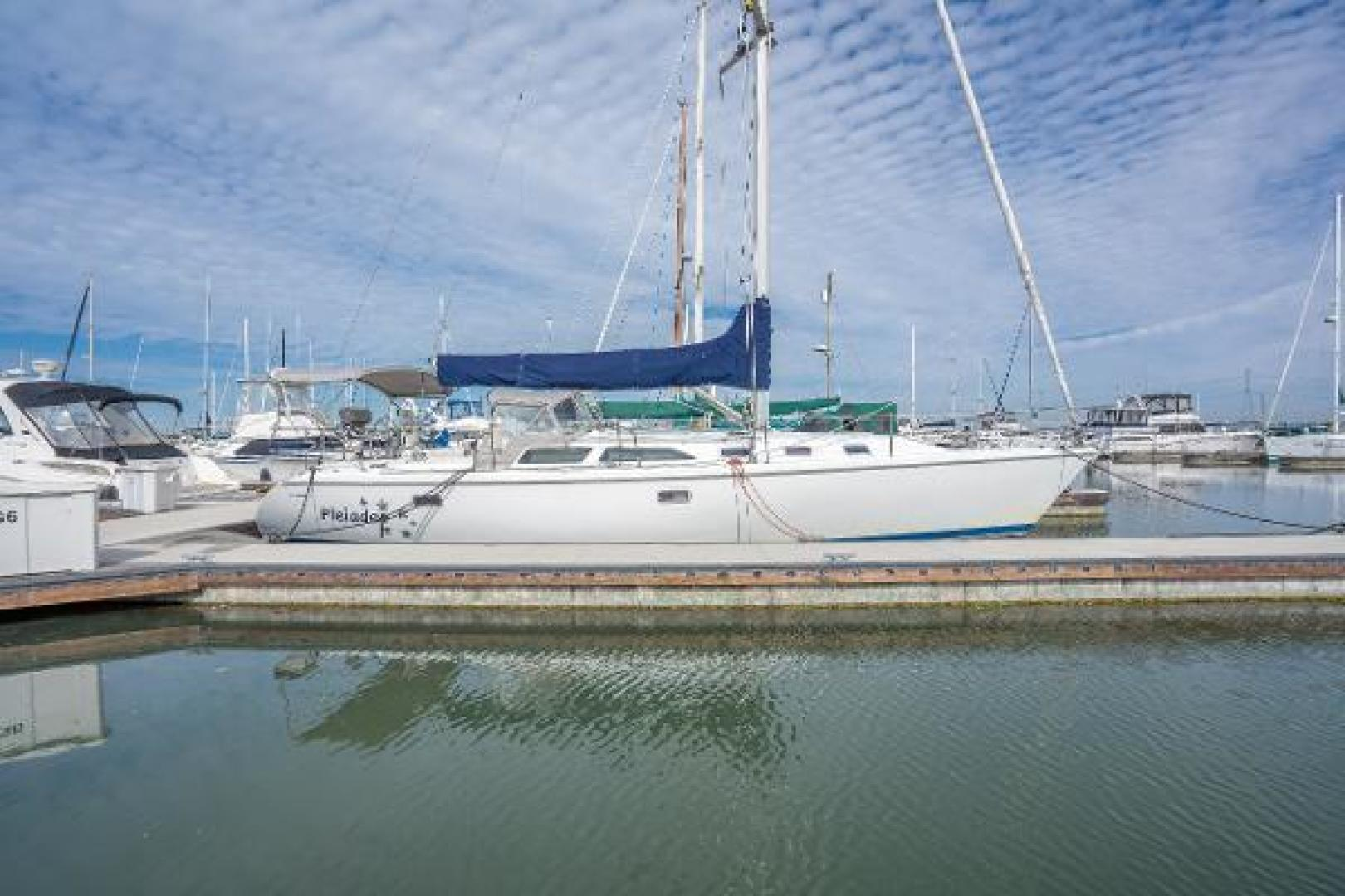 Picture Of: 42' Catalina 42 1997 Yacht For Sale   2 of 17
