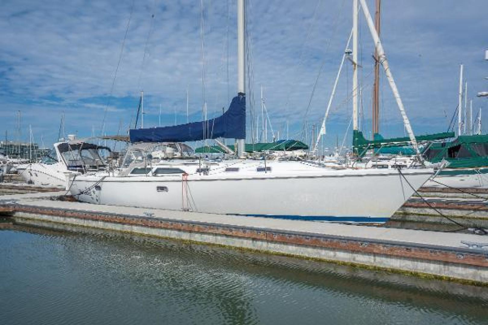Picture Of: 42' Catalina 42 1997 Yacht For Sale   1 of 17