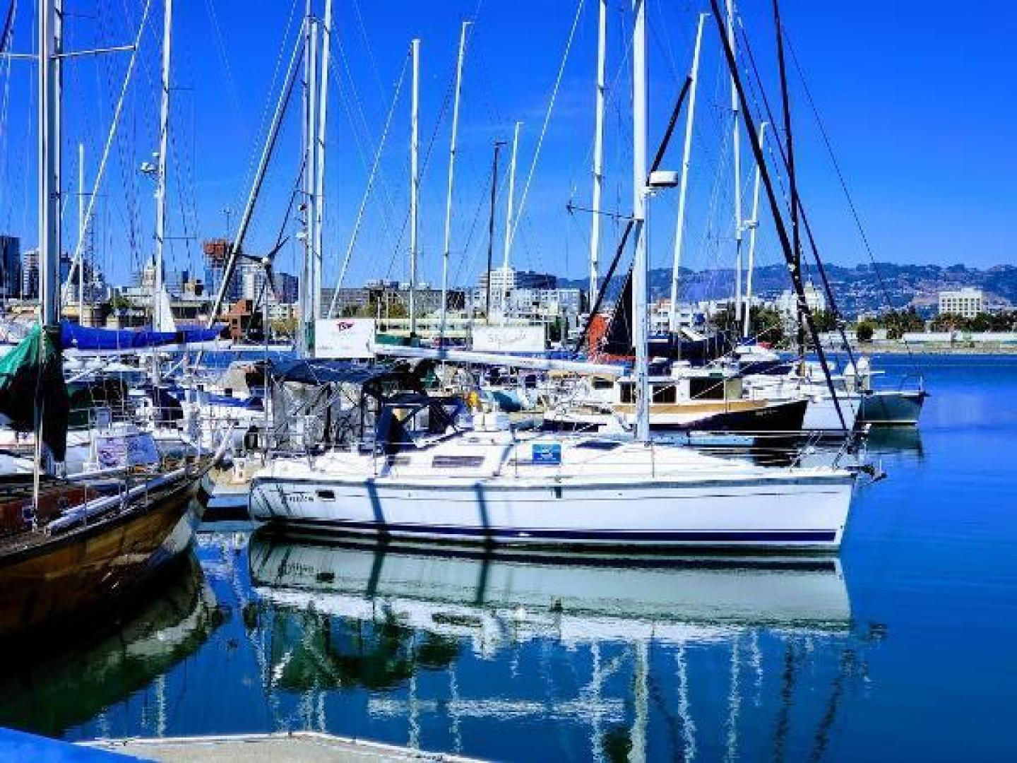 Picture Of: 33' Hunter 33 2011 Yacht For Sale | 1 of 10