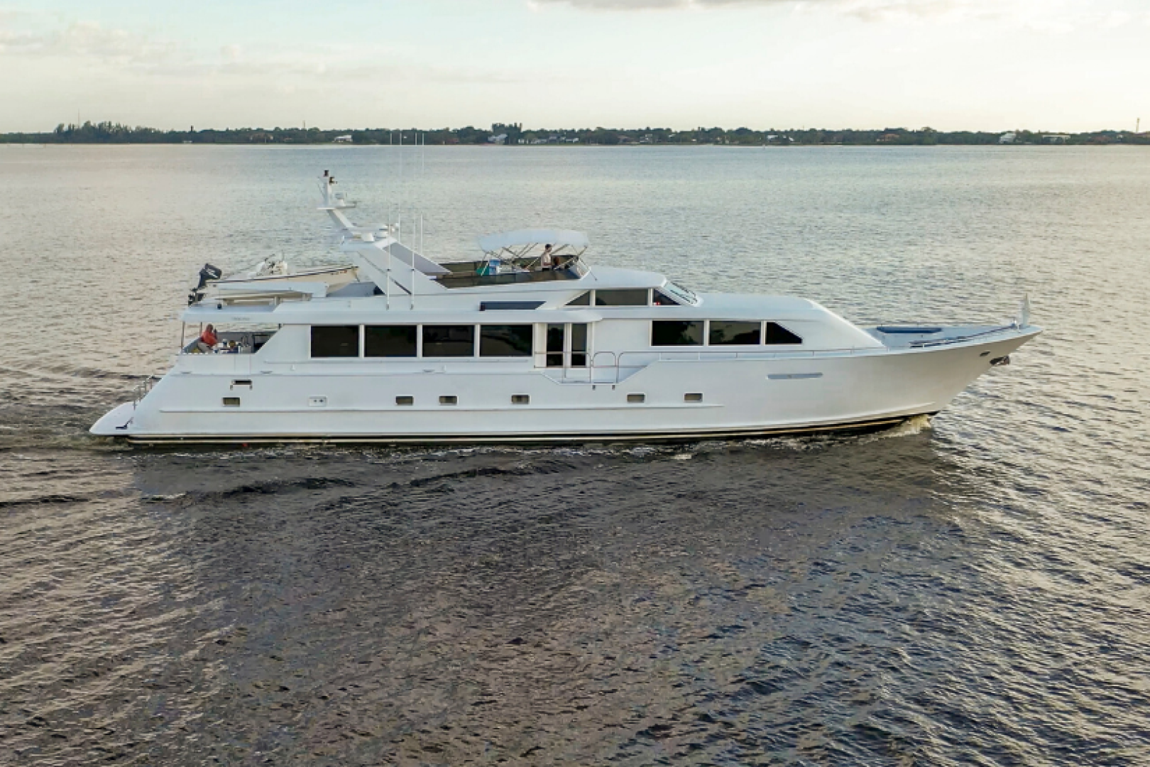 Picture Of: 100' Broward 100 MY 2000 Yacht For Sale | 1 of 84
