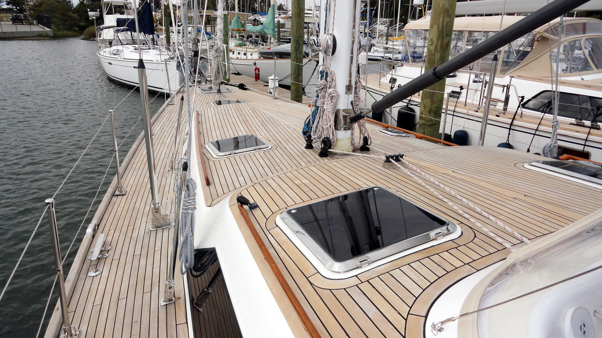 Hylas-Center Cockpit 2010-MAGNETIC SKY Hampton-Virginia-United States-Magnetic Sky_Foredeck-1309917   Thumbnail