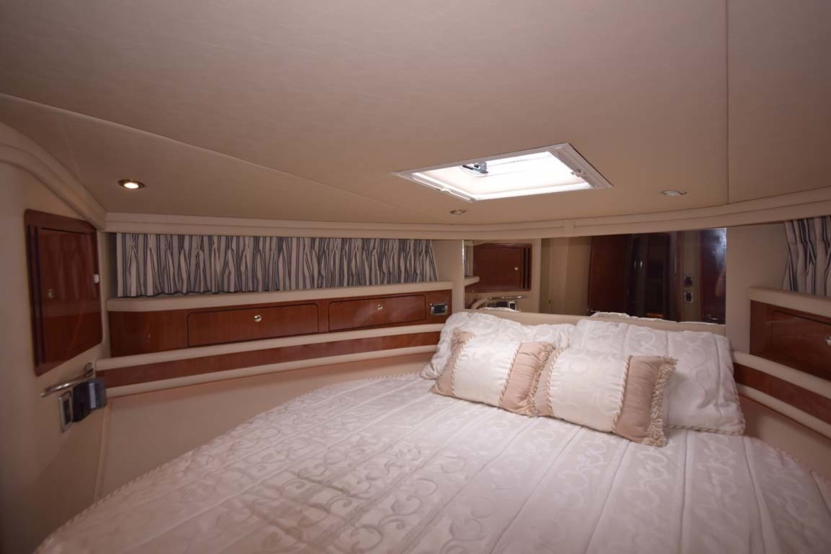 Sea Ray-480 Sedan Bridge 2003-Moondance Stuart-Florida-United States-Forward Master Stateroom-1308133 | Thumbnail
