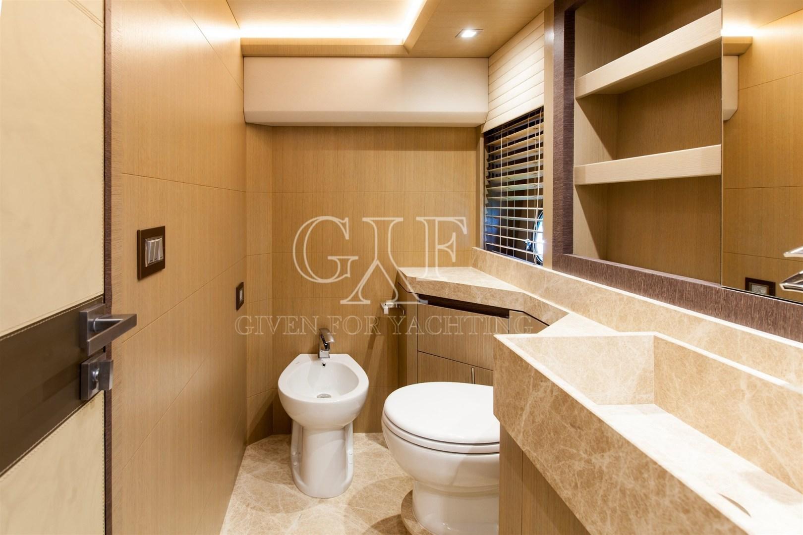 Monte Carlo-MCY 65 2016-EXCALIBUR Varazze-Italy-MCY 65, Owner Bathroom-1309592   Thumbnail