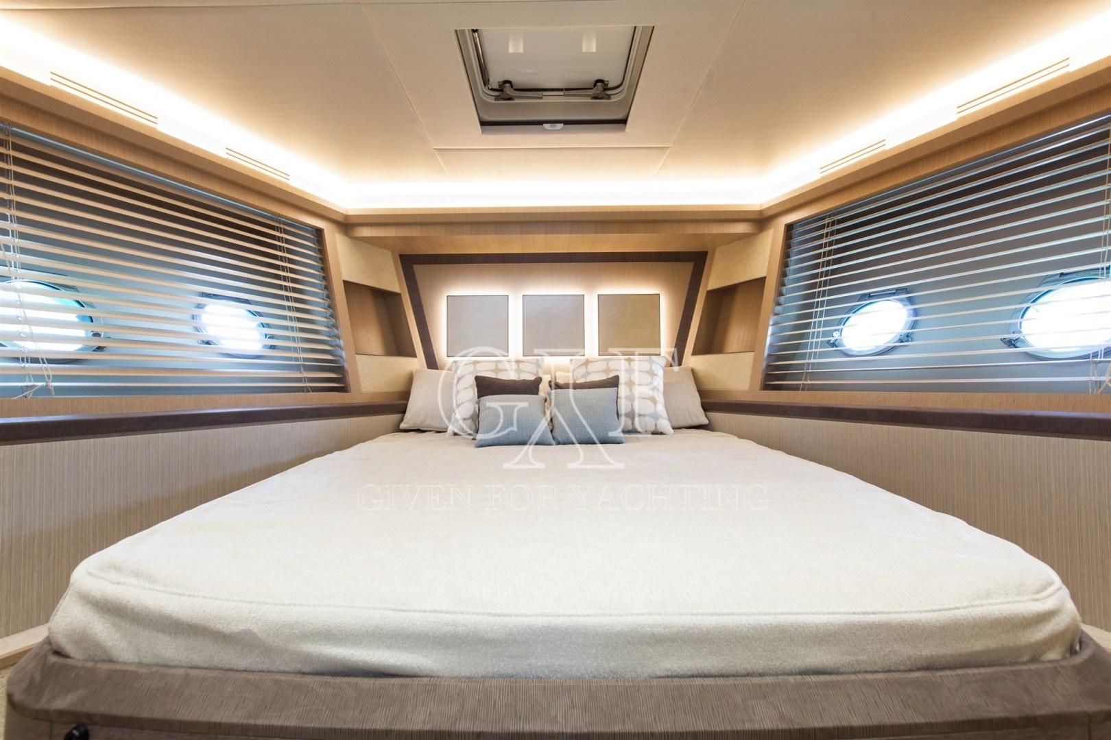 Monte Carlo-MCY 65 2016-EXCALIBUR Varazze-Italy-MCY 65, Vip Cabin Logo-1309590   Thumbnail