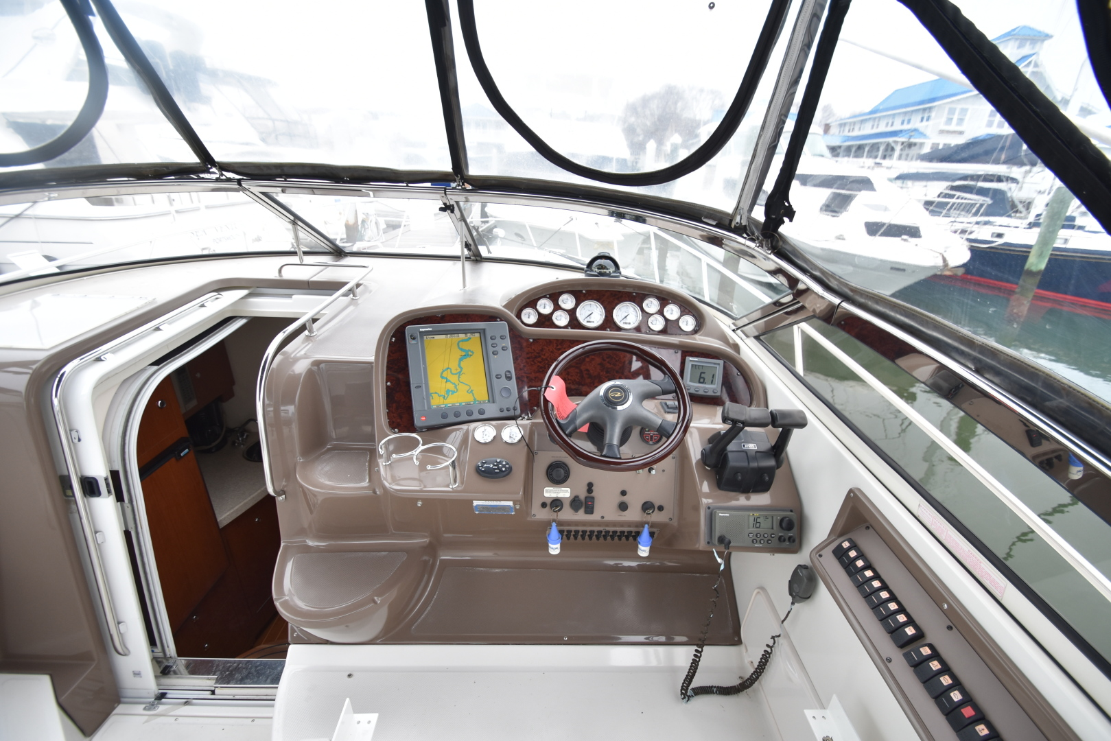 Regal-3560 Commodore IO 2005-Ten Fold Hampton-Virginia-United States-1312433   Thumbnail