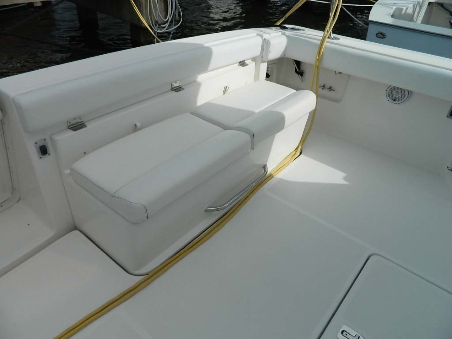 Tiara-Open 2004-Door Knock II Hobe Sound-Florida-United States-Cockpit Seating Port Aft-1315524 | Thumbnail