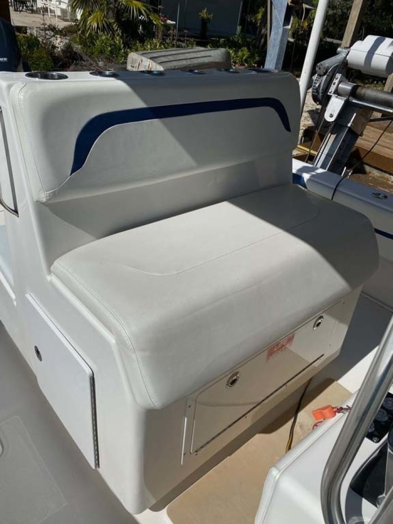 Invincible-Center Console 2009 -Key largo-Florida-United States-Helm Seat-1319603 | Thumbnail