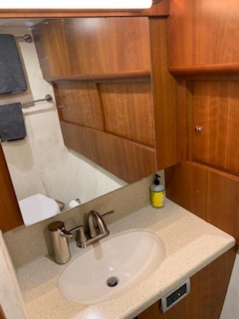 Ocean Yachts-Convertible 2009-Hog Wild Key West-Florida-United States-Vanity-1322148   Thumbnail