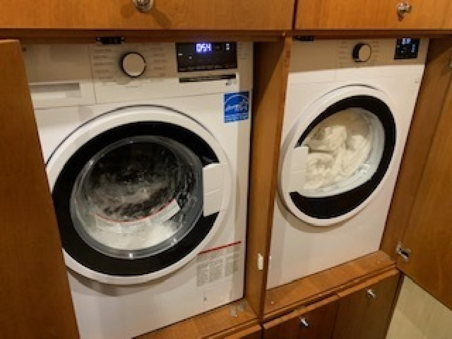 Ocean Yachts-Convertible 2009-Hog Wild Key West-Florida-United States-Washer and Dryer-1322150   Thumbnail