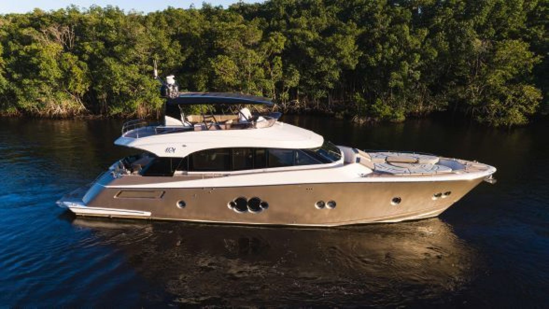 Picture Of: 76' Monte Carlo MCY 2014 Yacht For Sale | 2 of 107