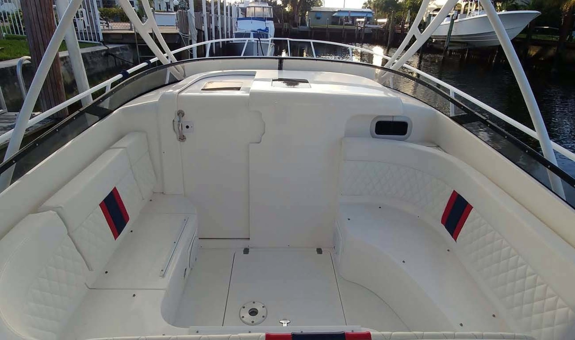 Intrepid-377 Walkaround 2006 -Pompano Beach-Florida-United States-Forward Seating-1322754 | Thumbnail