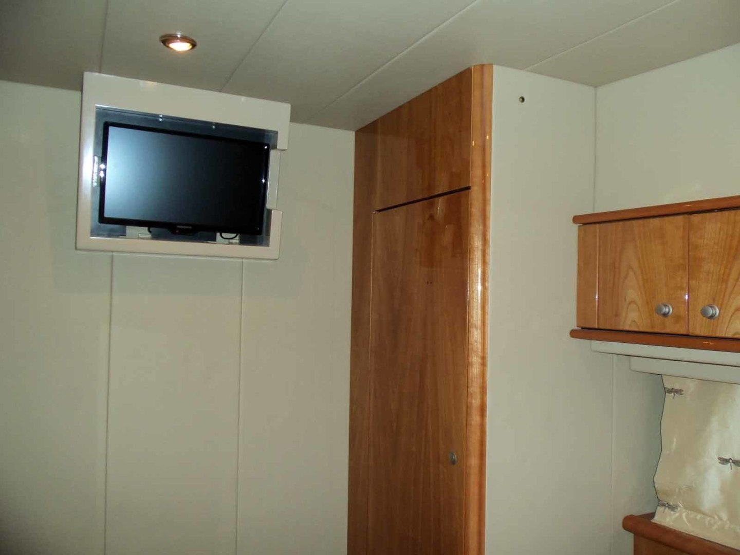 Neptunus-62 Flybridge 2008-FAMILY TRADITION Charleston-South Carolina-United States-Starboard Side Cabin Looking Forward-1336723 | Thumbnail