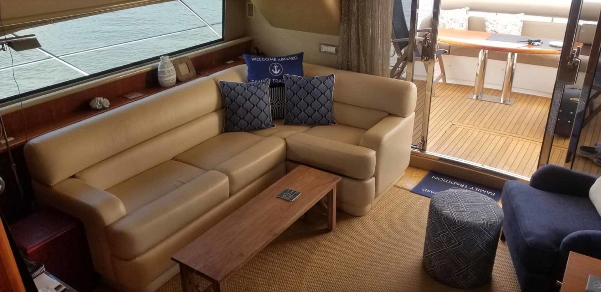 Neptunus-62 Flybridge 2008-FAMILY TRADITION Charleston-South Carolina-United States-Salon Looking to Starboard-1426128 | Thumbnail