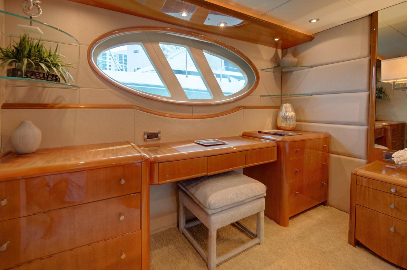 Lazzara-Open Bridge Hard Top 2007-CHIP Miami-Florida-United States-84 Lazzara Master Stateroom-1324571 | Thumbnail