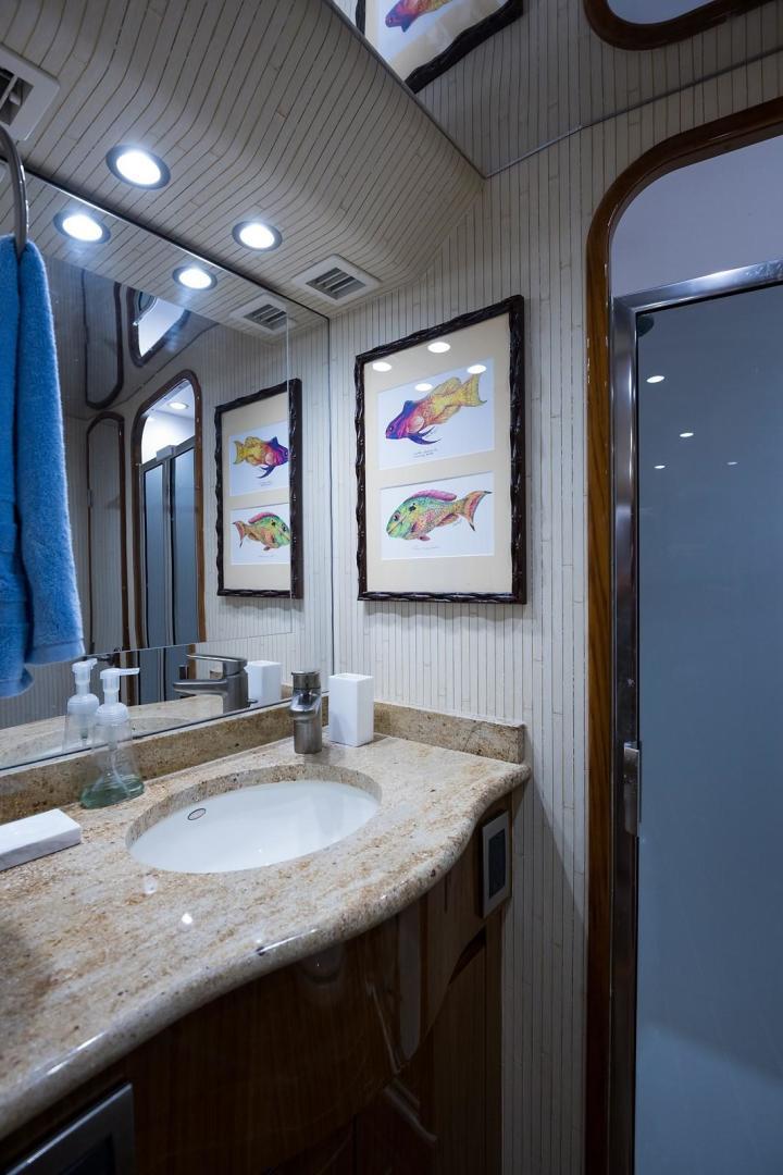 Viking-Enclosed 2013-No Name 82 Miami-Florida-United States-Aft Port Guest Head-1324702 | Thumbnail