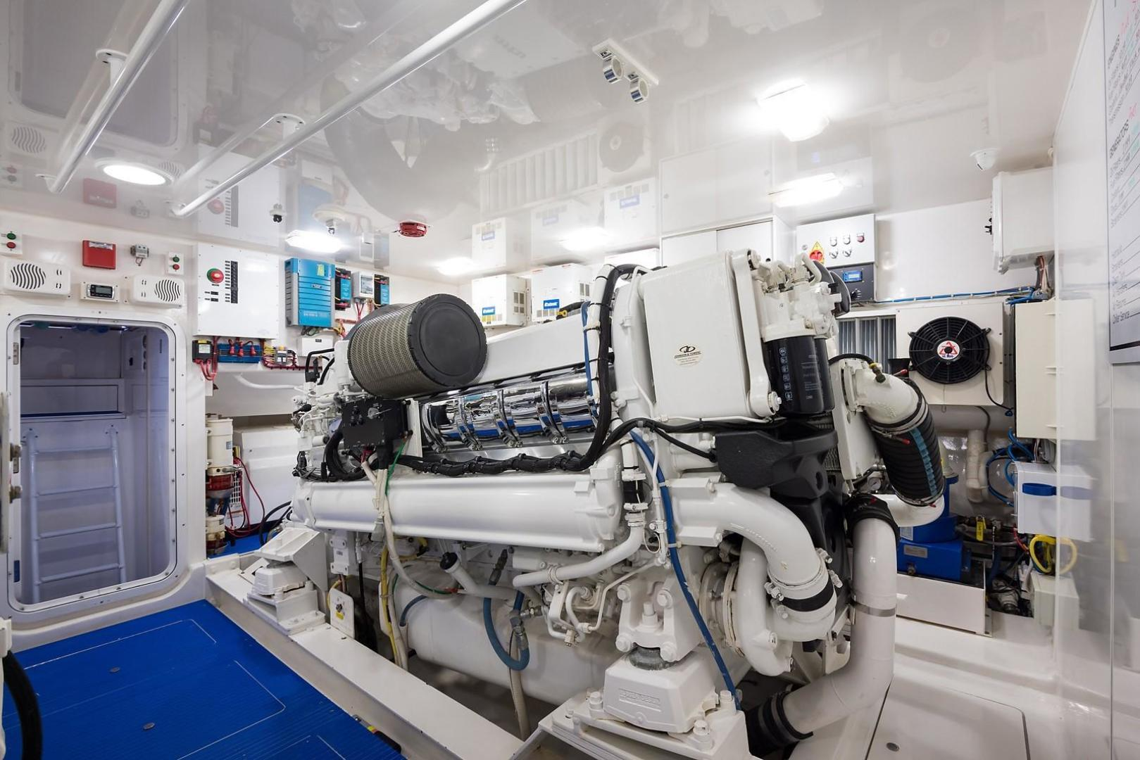 Viking-Enclosed 2013-No Name 82 Miami-Florida-United States-Engine Room-1324735 | Thumbnail