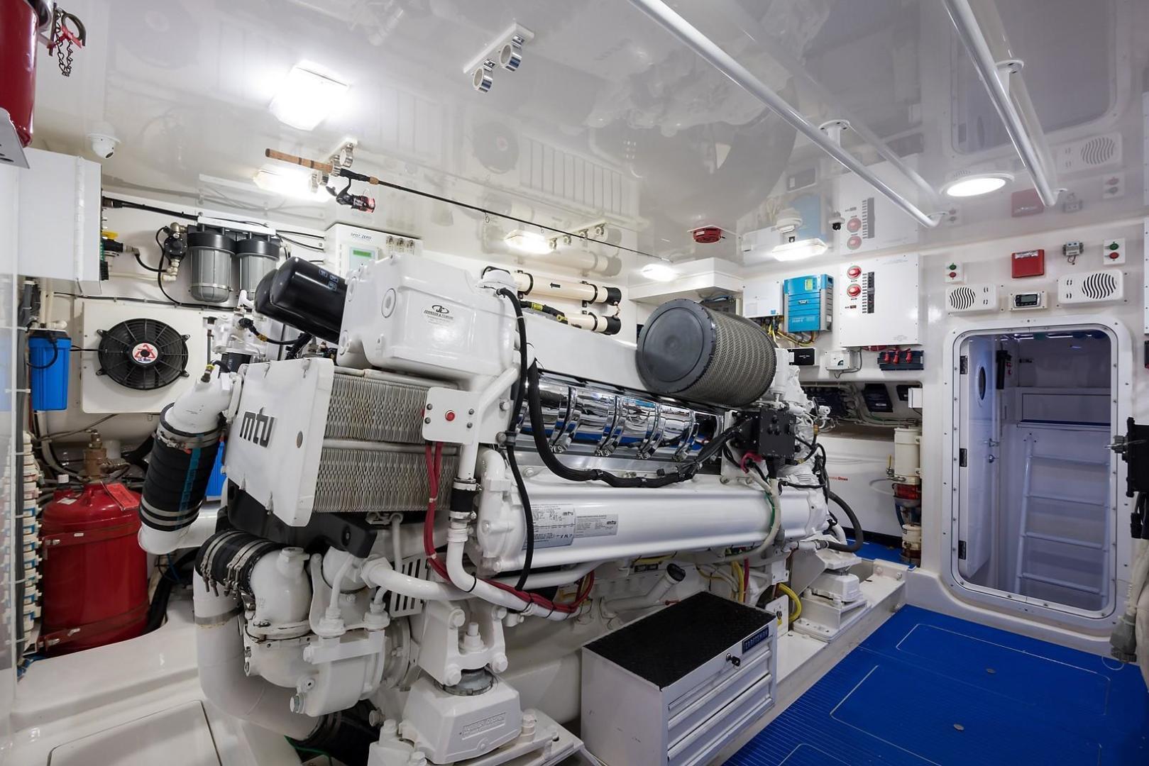 Viking-Enclosed 2013-No Name 82 Miami-Florida-United States-Engine Room-1324733 | Thumbnail