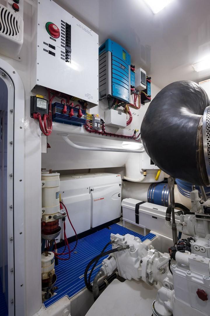 Viking-Enclosed 2013-No Name 82 Miami-Florida-United States-Engine Room-1324737 | Thumbnail