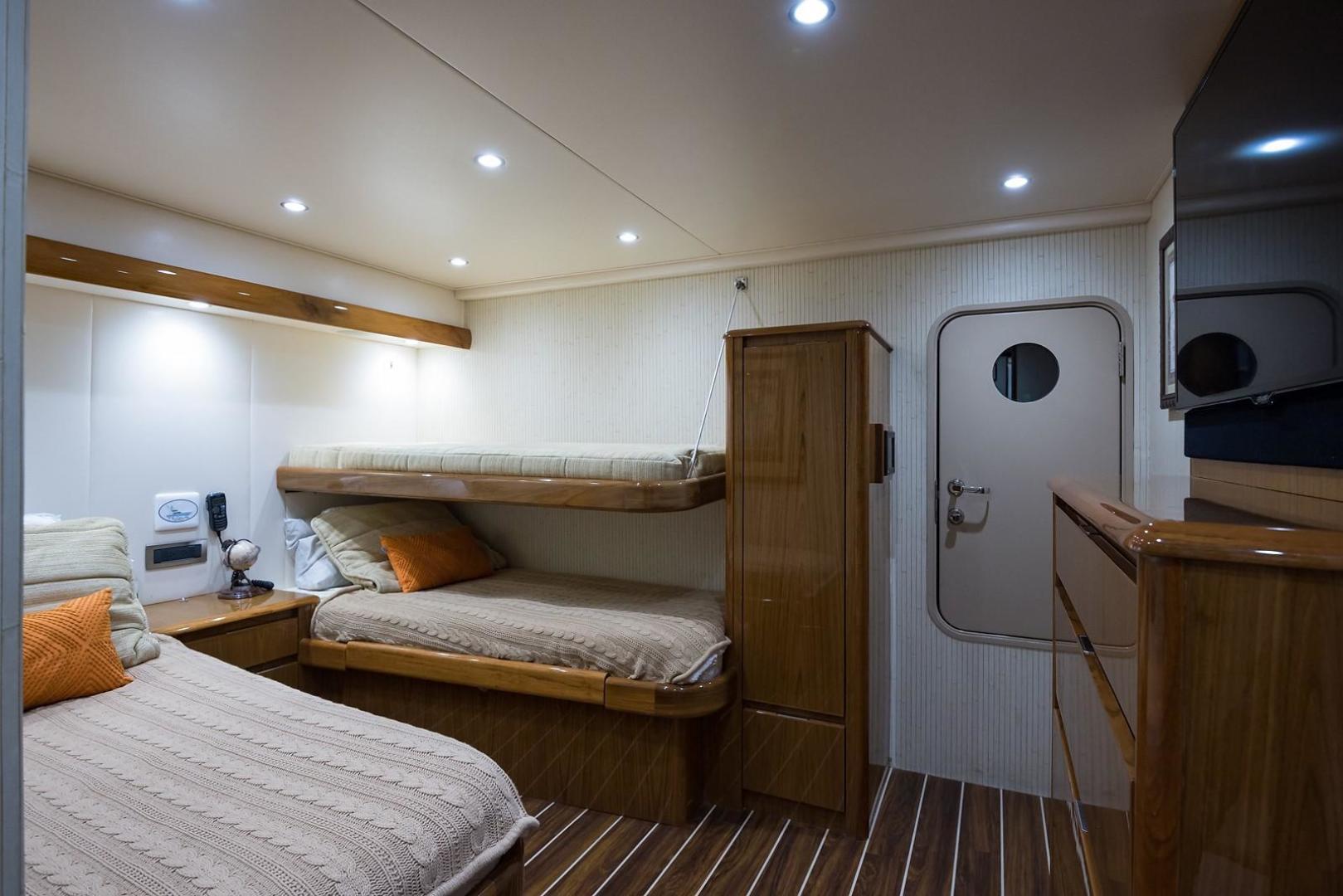 Viking-Enclosed 2013-No Name 82 Miami-Florida-United States-Crew Cabin-1324703 | Thumbnail