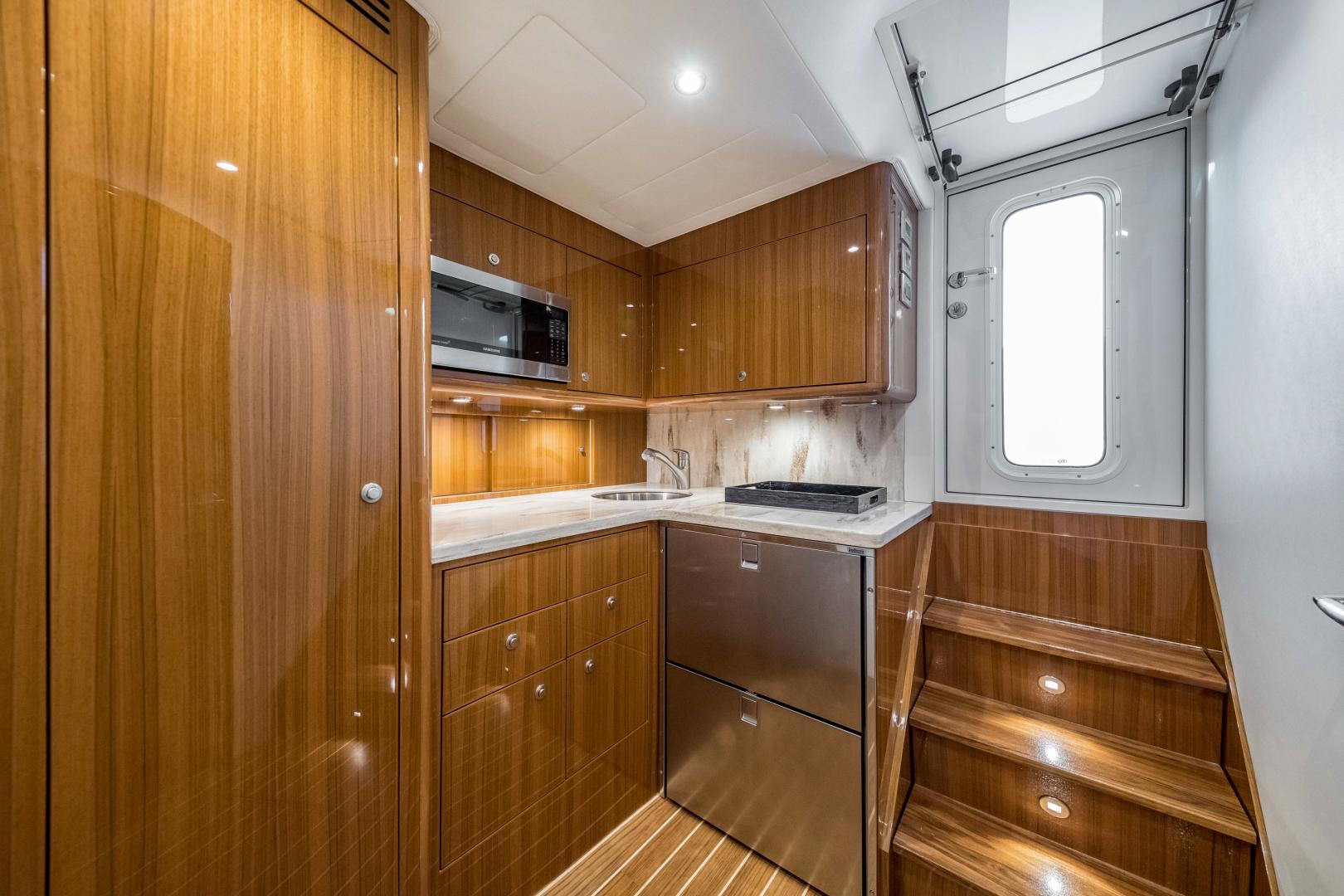Viking 38 - Cabin