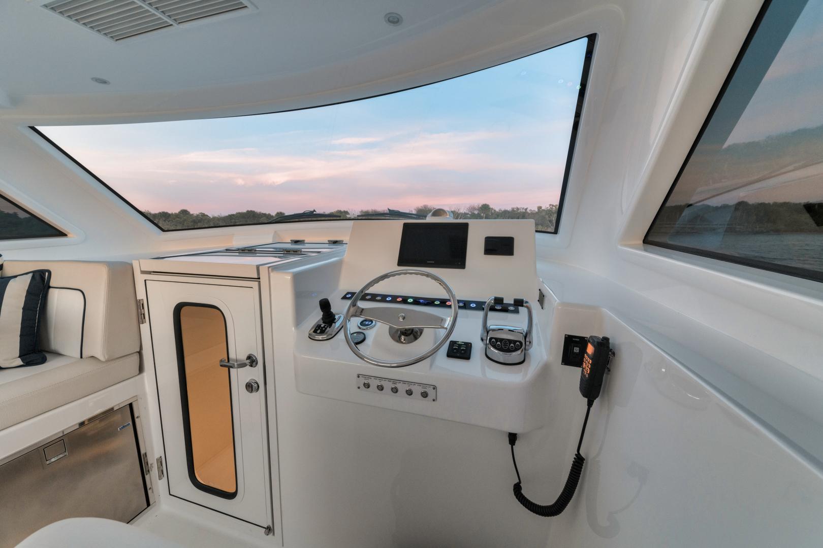 Viking 38 - Deck Helm Station