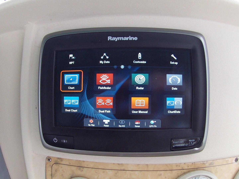 NEW Raymarine Radar/Plotter