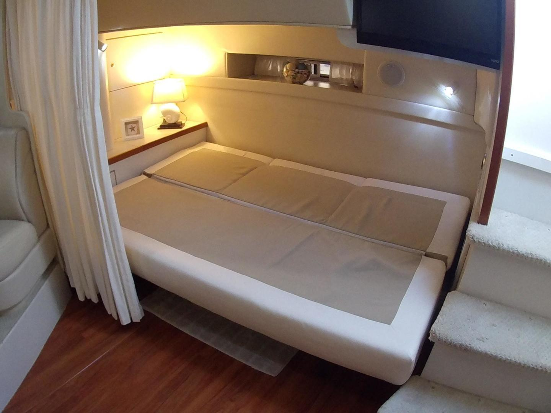 Lounge converts to addt'l berth