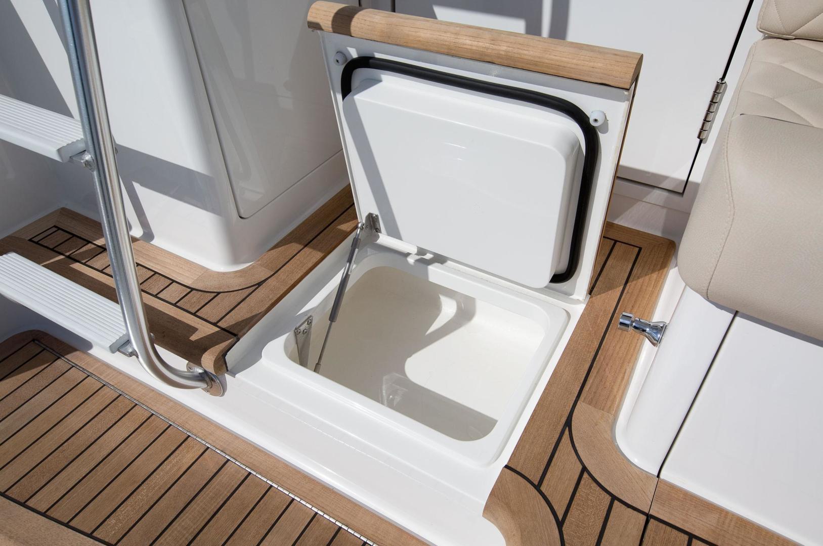 Viking 44 - Cockpit Storage
