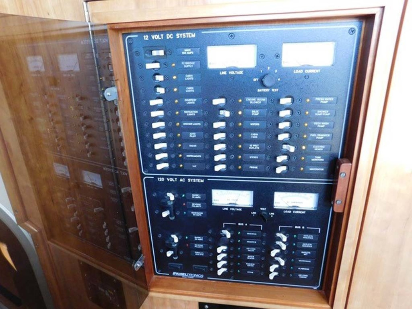 PDQ-Passage Maker 2005-Sea Renity Cocoa Beach-Florida-United States-AC DC Electrical Panel-1336043 | Thumbnail