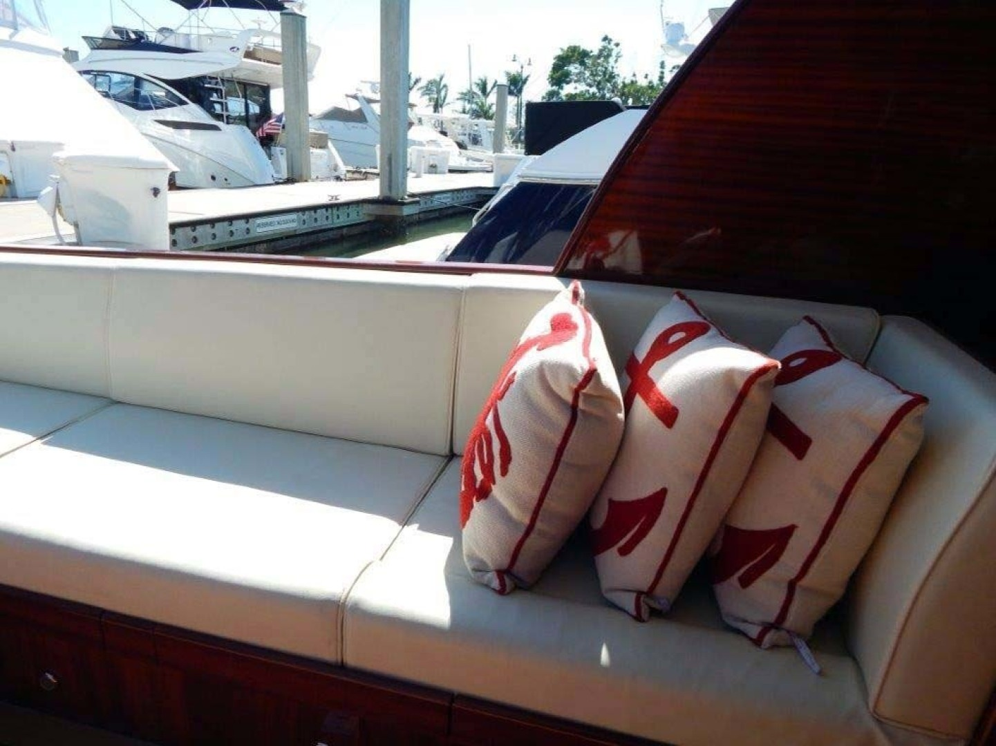 Windsor Craft-by Vicem Yacht 40 Hardtop 2009-Tally II Jacksonville-Florida-United States-Cockpit Settee-1337770 | Thumbnail