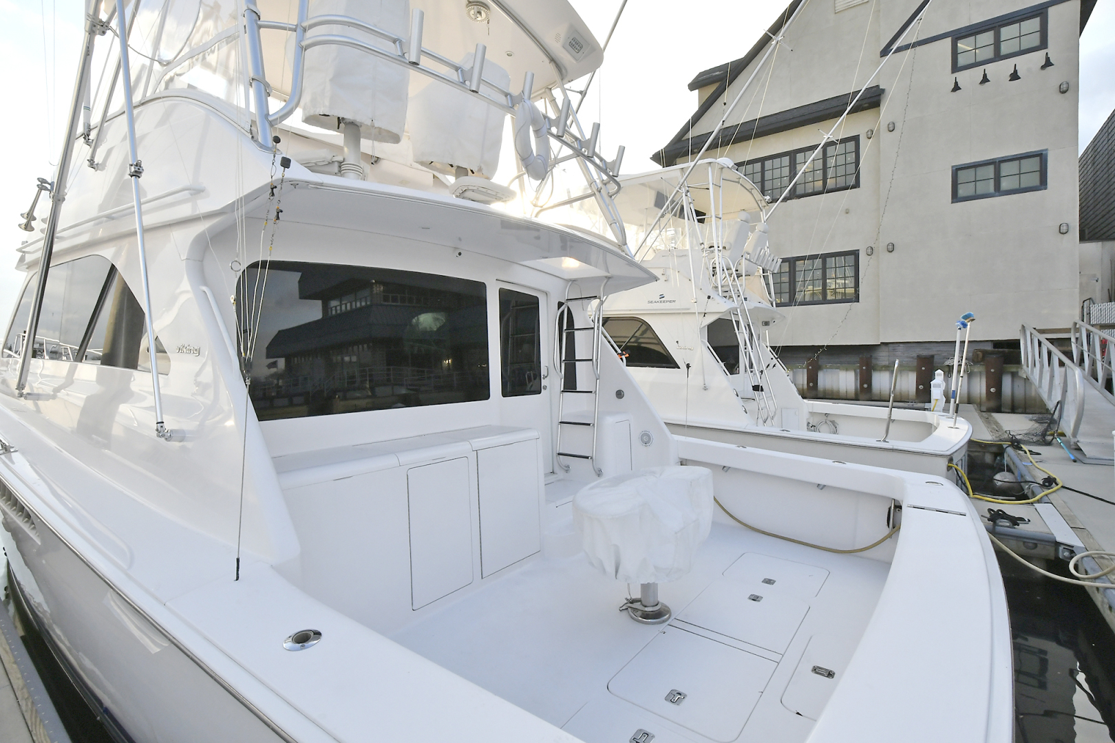 Picture Of: 45' Viking 45 Convertible 2005 Yacht For Sale | 2 of 23
