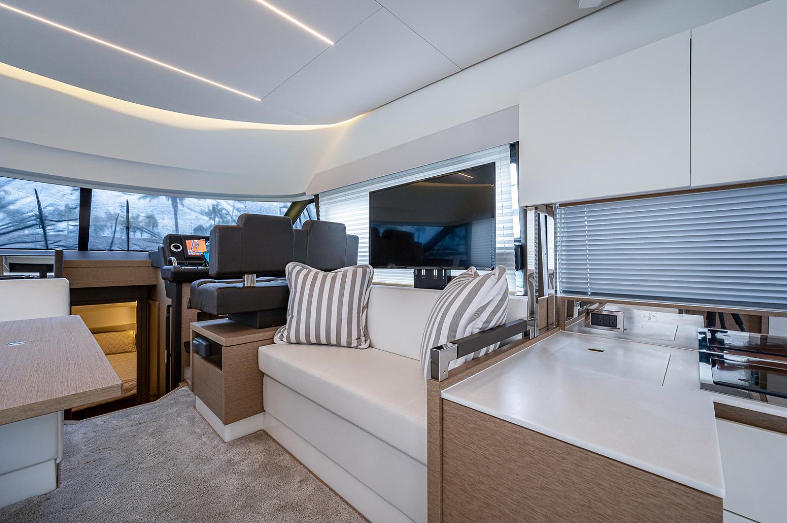Prestige-460 Flybridge 2018-SEAQUEL Palm Beach Gardens-Florida-United States-Salon-1351155 | Thumbnail
