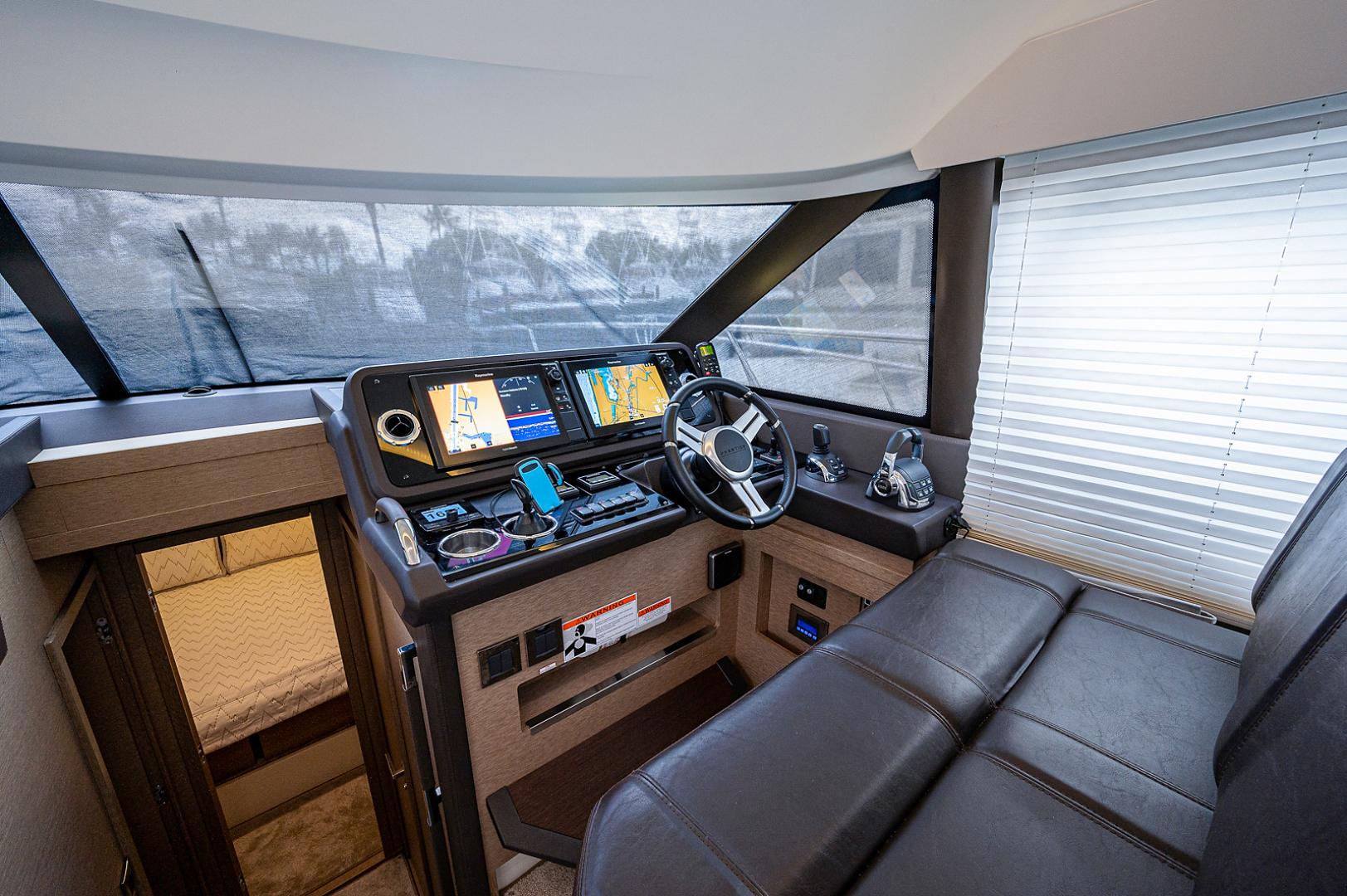 Prestige-460 Flybridge 2018-SEAQUEL Palm Beach Gardens-Florida-United States-Lower Helm-1351159 | Thumbnail