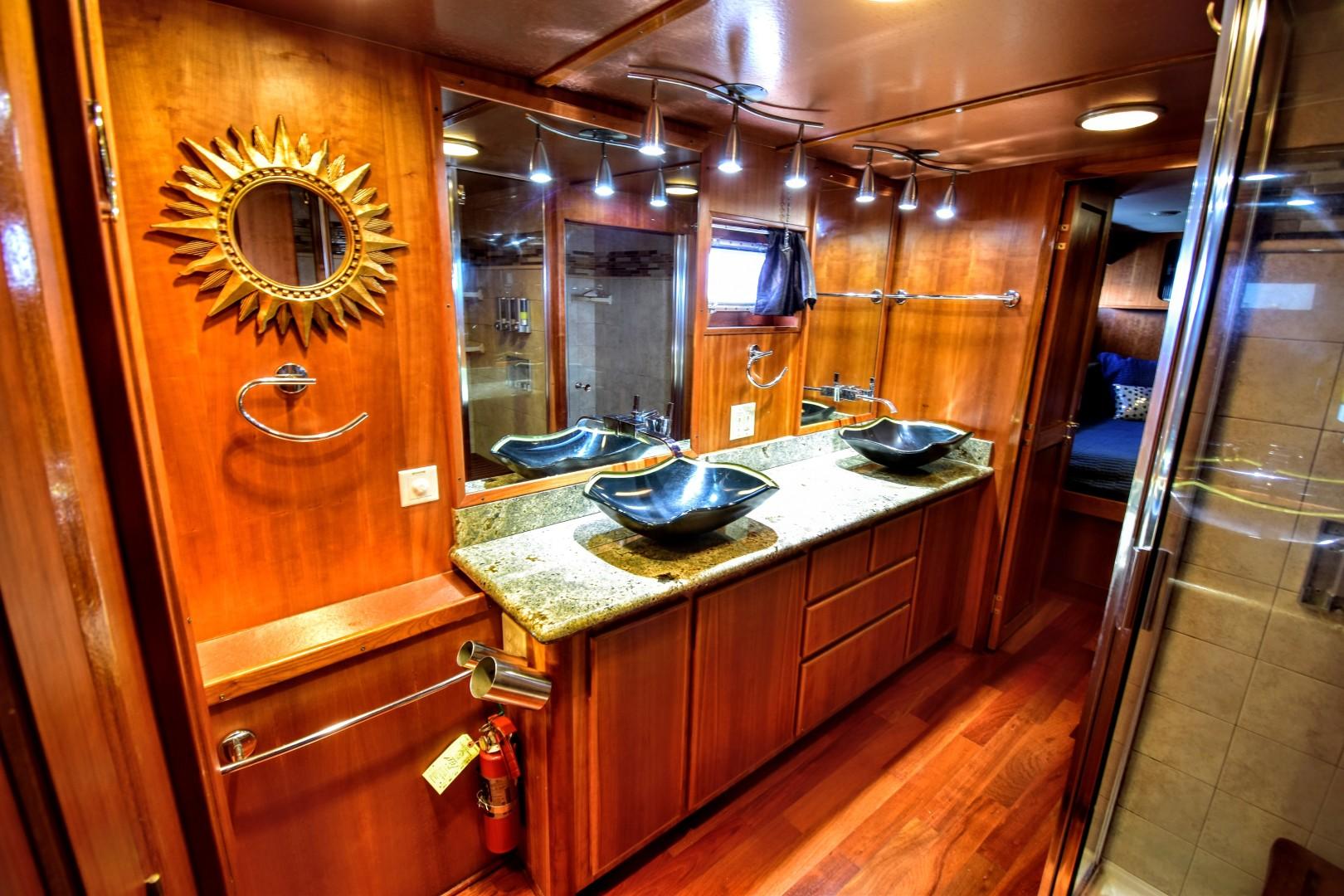 Hatteras-82 Cockpit Motor Yacht 1985-Papillon Seabrook-Texas-United States-Hatteras Motor Yacht 1985 Papillon Master Head-1345393 | Thumbnail
