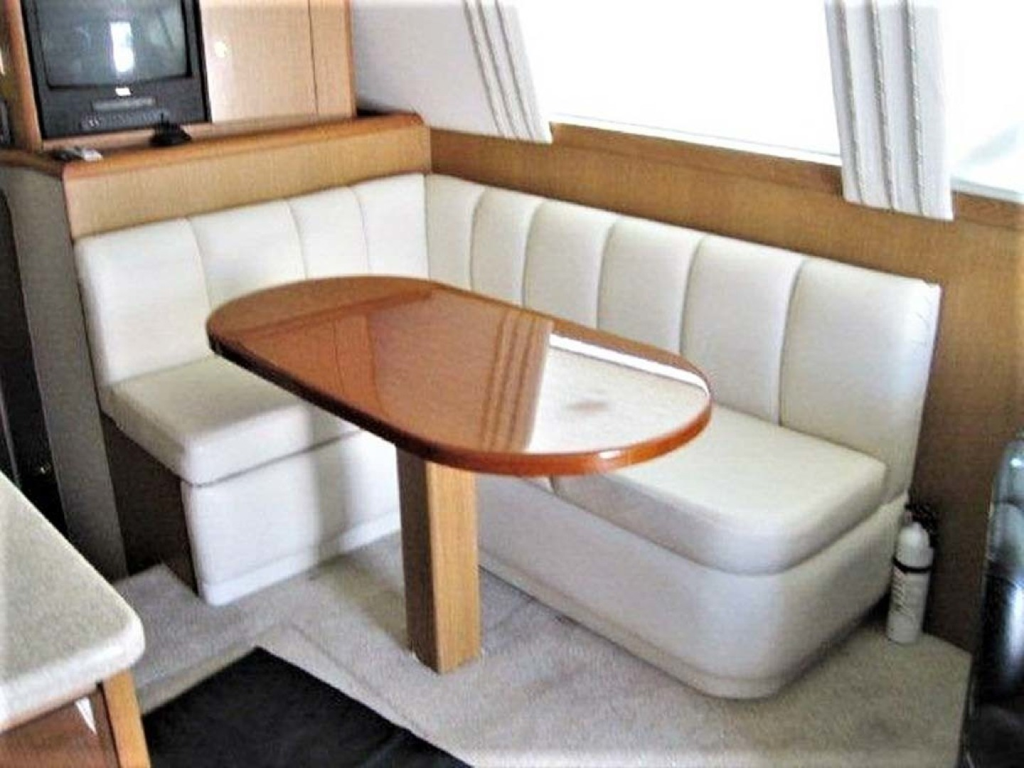 Ocean Yachts-43 Super Sport 2003-Ambition Massapequa-New York-United States-Dinette-1346460 | Thumbnail
