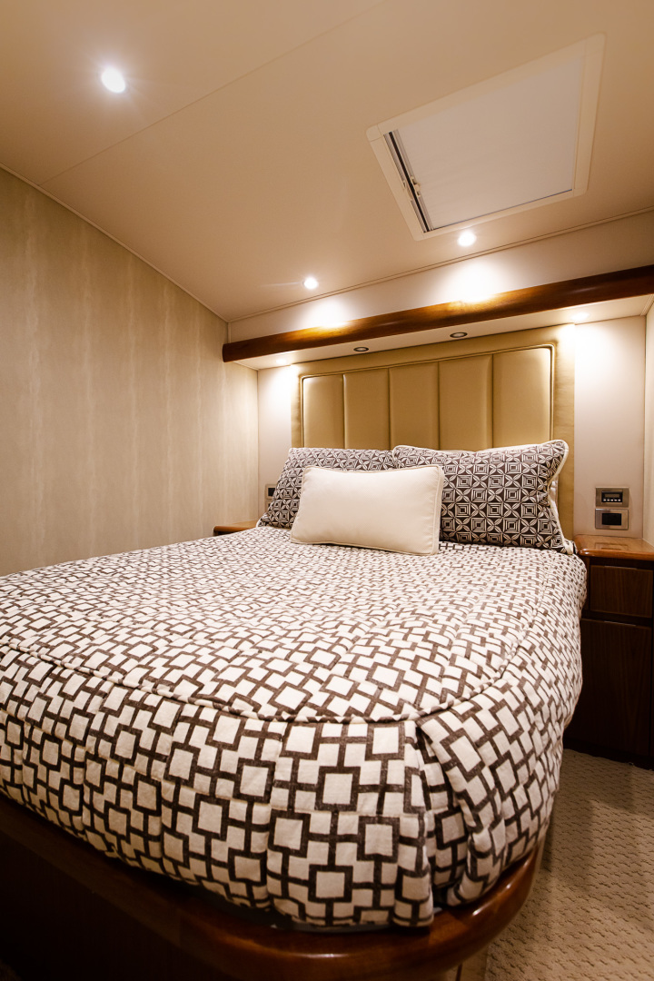 Viking-76 Enclosed Skybridge 2012-Reel Power Palm Beach-Florida-United States-Port Guest State Room-1346657   Thumbnail